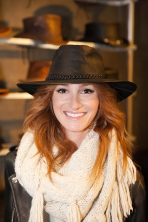 Jenna Willis- FX's American Crime Story- Tanya Brown - American Hat Makers