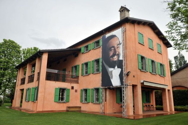 pavarottihouse